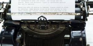 Schreibmaschine mit betriebenem Blatt
